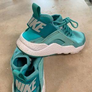 Nike huaraches women size 8